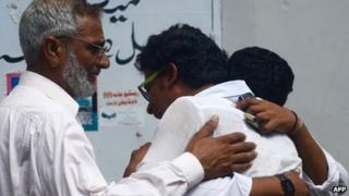 Relatives of Kauser Saqlain mourn his death in Karachi (28 May 2013)