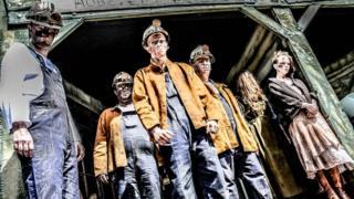 Actors at Hobs Pit, Pleasurewood Hills