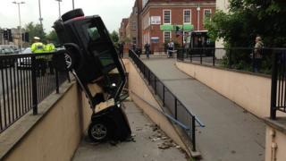 Land Rover collsiion