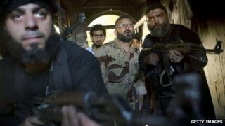 Syrian rebels take position in Aleppo