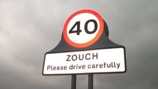The 40mph sign on the edge of Zouch.