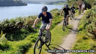 Cyclists at Wimbleball Lake