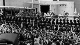 Coronation crowds