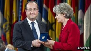 President Hollande receives the peace prize from Unesco Director General Irina Bokova