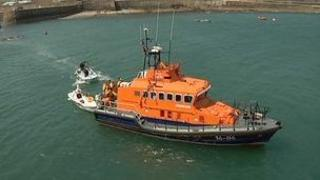 Alderney lifeboat rescues rowers
