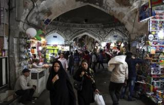 Iranians walk through the old bazaar in Tehran (12 May 2013)