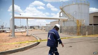 Oil production facility in Paloch, S Sudan (5 May 2013)