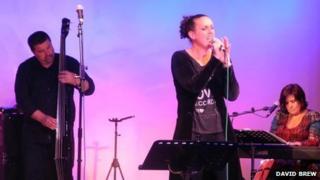 Steve Rowe, Katherine Crowe, Lindsay Rowe