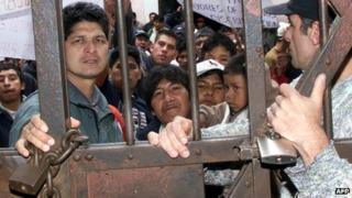 Inmates and their children --who also live there-- inside the San Pedro prison in La Paz on February 3, 2008