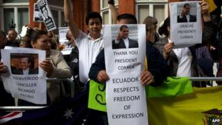 Supporters of Julian Assange outside the Ecuadorian embassy in London (16 June 2013)