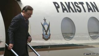Pakistan President Asif Ali Zardari disembarking from a plane in April 2012