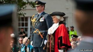 Gp Capt David Cooper and mayor Elizabeth Watson