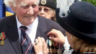 Roy Francis receives Arctic Star