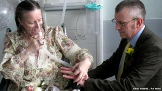 Lynda and Mike Rowland getting married on a hospital ward