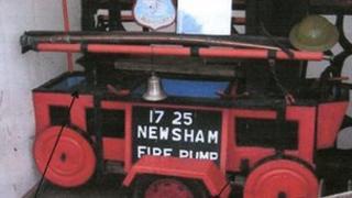 1725 Newsham manual fire pump