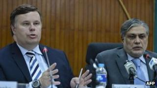 International Monetary Fund (IMF) Pakistan Mission Chief Jeffrey Franks (left) is flanked by Pakistani Finance Minister Ishaq Dar (right) as he speaks during a news conference in Islamabad