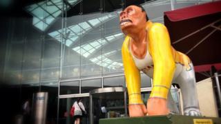 Freddie Mercury gorilla