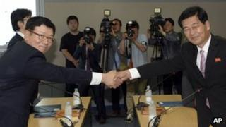 Suh Ho, the head of South Korea's working-level delegation, left, shakes hands with his North Korean counterpart Park Chol Su, right, before their meeting at the Kaesong Industrial District Management Committee in Kaesong, North Korea, 10 July 2013