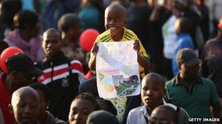 People celebrate the 95th birthday of Mandela
