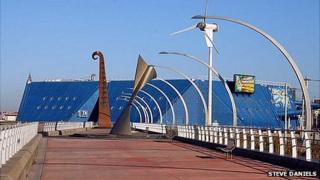 Blackpool Promenade near The Sandcastle water park
