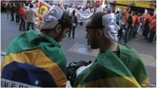Protesters wearing masks in Rio (11 July 2013)