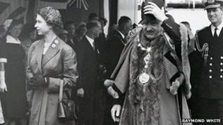 Queen Elizabeth II and mayor