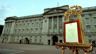 Easel in front of Buckingham Palace proclaiming the royal birth