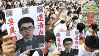 "Protesters hold posters that read ""Give the truth"" next to portraits of Taiwan soldier Hung Chung-chiu, Taipei, 20 July 2013"