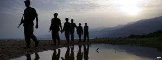 Rangers patrol Lake Edward in DR Congo (February 2008)
