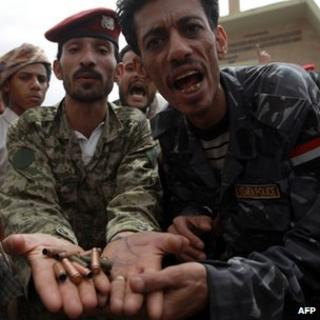 Yemeni soldiers protest in the capital, Sanaa (2 August 2013)