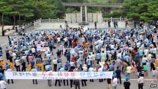 Hundreds of South Korean representatives from Kaesong-based companies hold a rally at Imjingak peace park in Paju near the border with North Korea on 7 August 2013