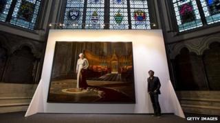 Ralp Heimans beside his portrait of the Queen