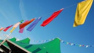 Baneri ar y Maes / Bunting on the Maes