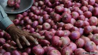 Media feel the rising prices of onions will hurt the government's popularity