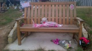 The bench with its tributes