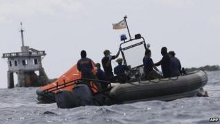 Philippine navy personnel continue their search on the second day for the victims of Friday's disaster in the waters off Talisay, Cebu in central Philippines, 18 August 2013