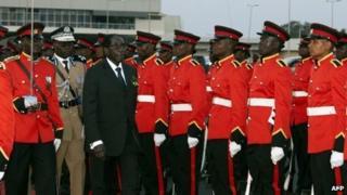 Zimbabwean President Robert Mugabe walks past a guard of honour as he arrives at the Kamuzu International Airport in Lilongwe, on 16 August 2013
