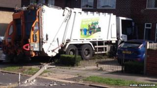 Bin lorry on Tunwell Avenue, Ecclesfield