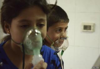 Two Syrian children with oxygen masks
