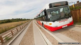 Grant Palmer bus on Luton-Dunstable guided busway