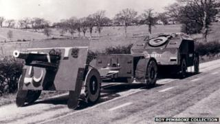 Replica QUAD artillery tractor with 25 pound artillery gun