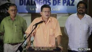 Farc's top negotiator Pablo Catatumbo (centre) announces a pause in the peace talks. Photo: 23 August 2013