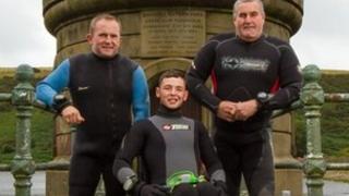 Josh Davies gyda Dai Mathias a Mark Thomas