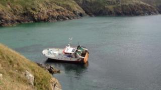 The fishing vessel near the Lizard