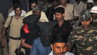 "Two arrested suspects (C, in black hoods) including Yasin Bhatkal, the alleged founder of militant group Indian Mujahideen, are brought to a court by police in Motihari, India""s Bihar state, on August 29, 2013."