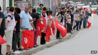 Tunisian anti-government protesters with national flags form a human chain. Photo: 31 August 2013