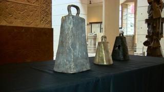 Medieval handbells
