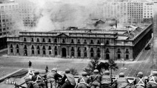 Troops at La Moneda