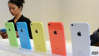iPhone 5C models on display