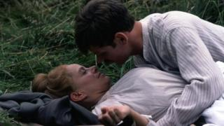 Lynn Dearth and Karl Johnson in Sons And Lovers